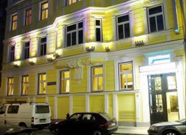 2004 hotel rathaus 1