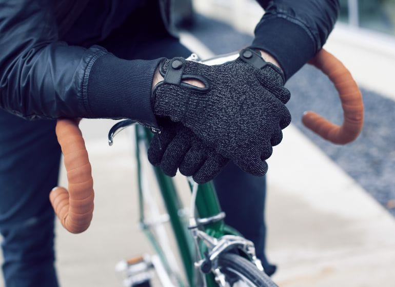 Double-layered-touchscreen-gloves-fixed-gear-001